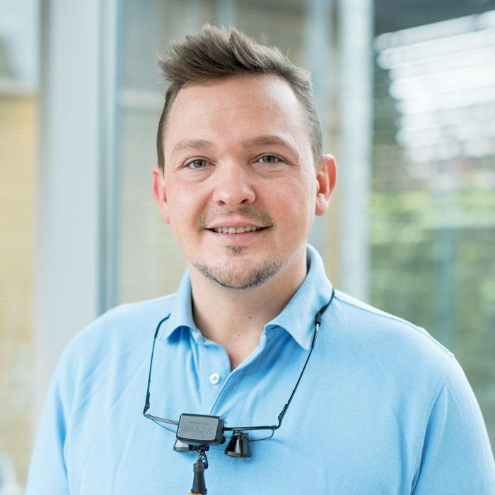 Fachzahnarzt für Oralchirurgie Dr. Tobias Annussek